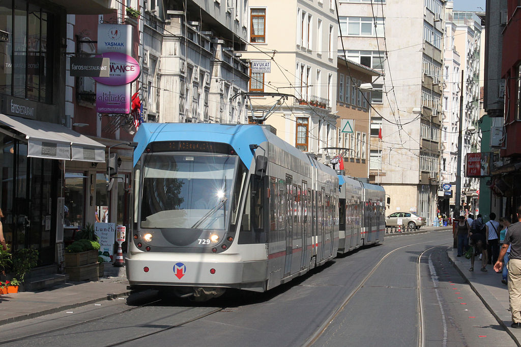[تصویر:  1024px-Istanbul_modern_tram_Sirkeci_2010.jpg]